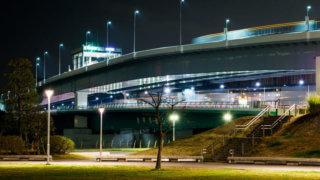 カーシェアで夜のドライブ イメージ